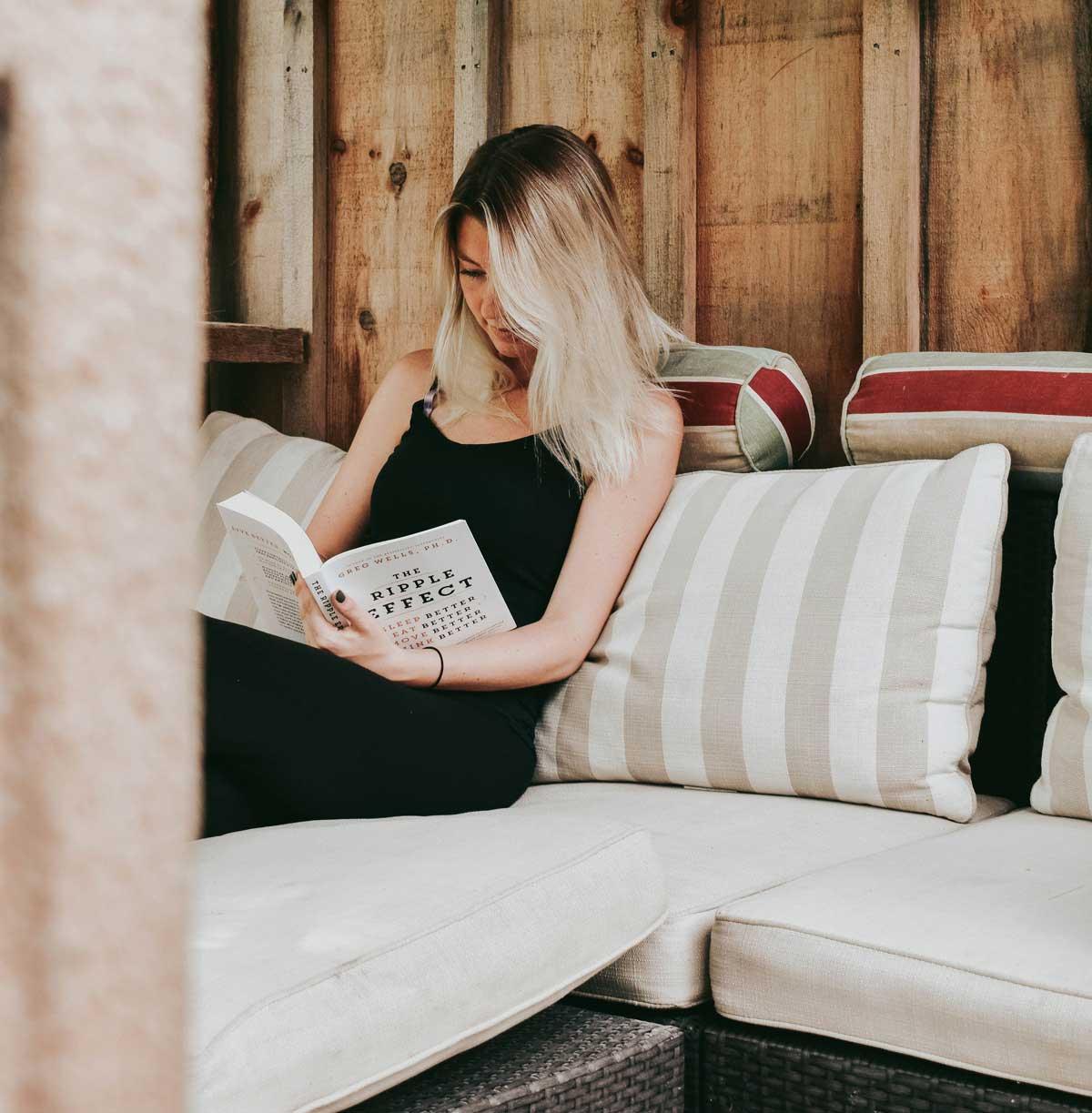 Sofa Online - La importancia de cuidar tu postura a la hora de sentarte