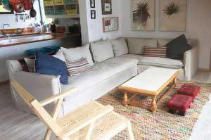 sofaonline - cliente feliz con su sofa modular a medida