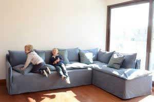 sofaonline - cliente satisfecho con su sofa modular a medida